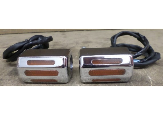 Knipperlichtenset voor op stuur 25,4 mm. VT 1100 C SC23