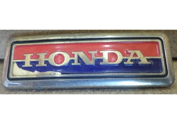 "Embleem ""HONDA"" rood/blauw (6,5 x 2,3 cm.) Honda alg."