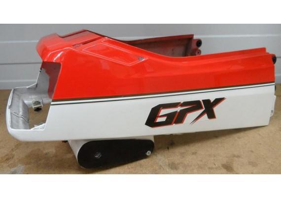 Achterkant/kont rood/parelmoer-wit GPX 750 R
