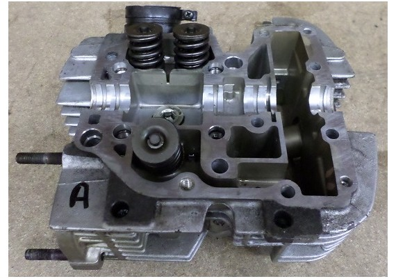 Cilinderkop achterste cilinder VT 800 C